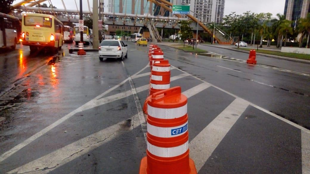 Operadores da CET-Rio auxiliam motoristas nas ruas