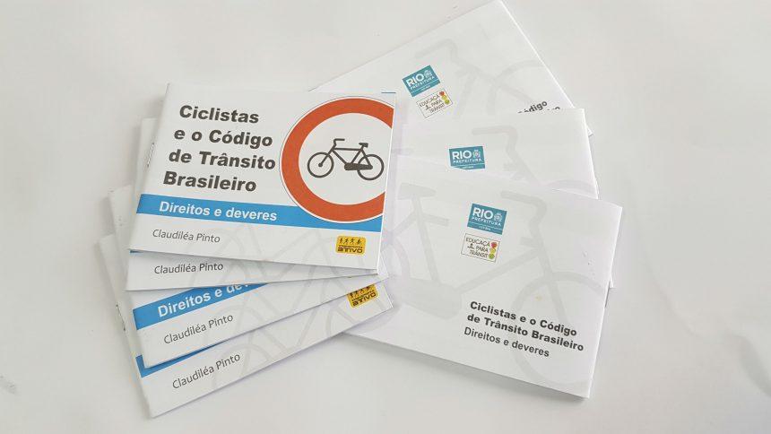 Material informativo que será distribuído a ciclistas e motociclistas