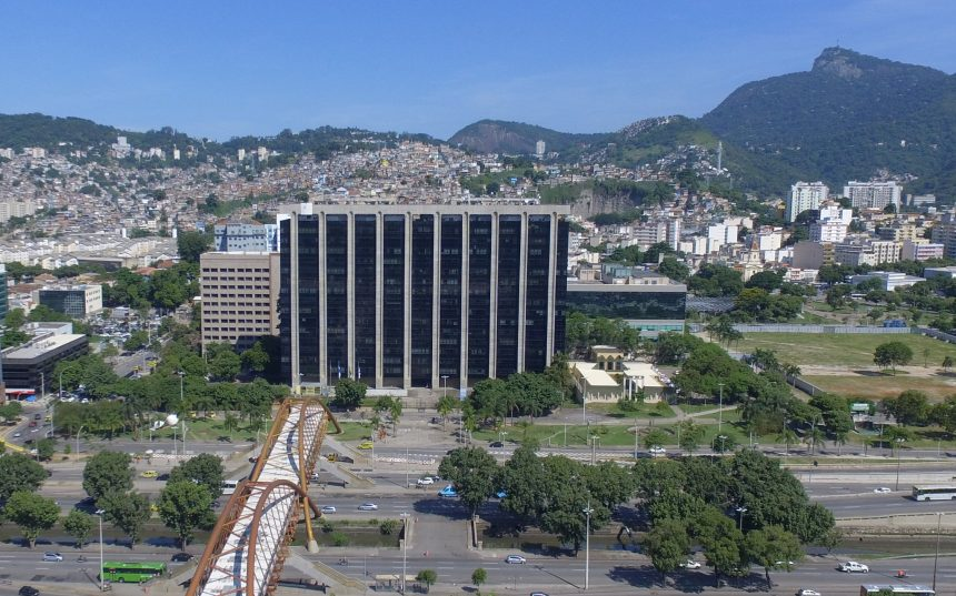 Fachada da sede da Prefeitura do Rio, o Centro Administrativo São Sebastião (CASS), na Cidade Nova