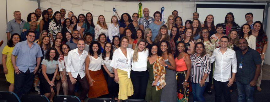 Com a secretária municipal de Educação, Talma Suane, os professores selecionados para intercâmbio nos EUA e no Canadá. Foto: divulgação