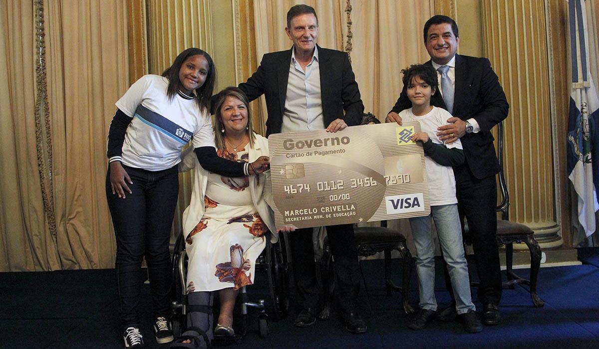Prefeitura do Rio inova e lança cartão corporativo para Secretaria Municipal de Educação pagar despesas de forma prática e moderna