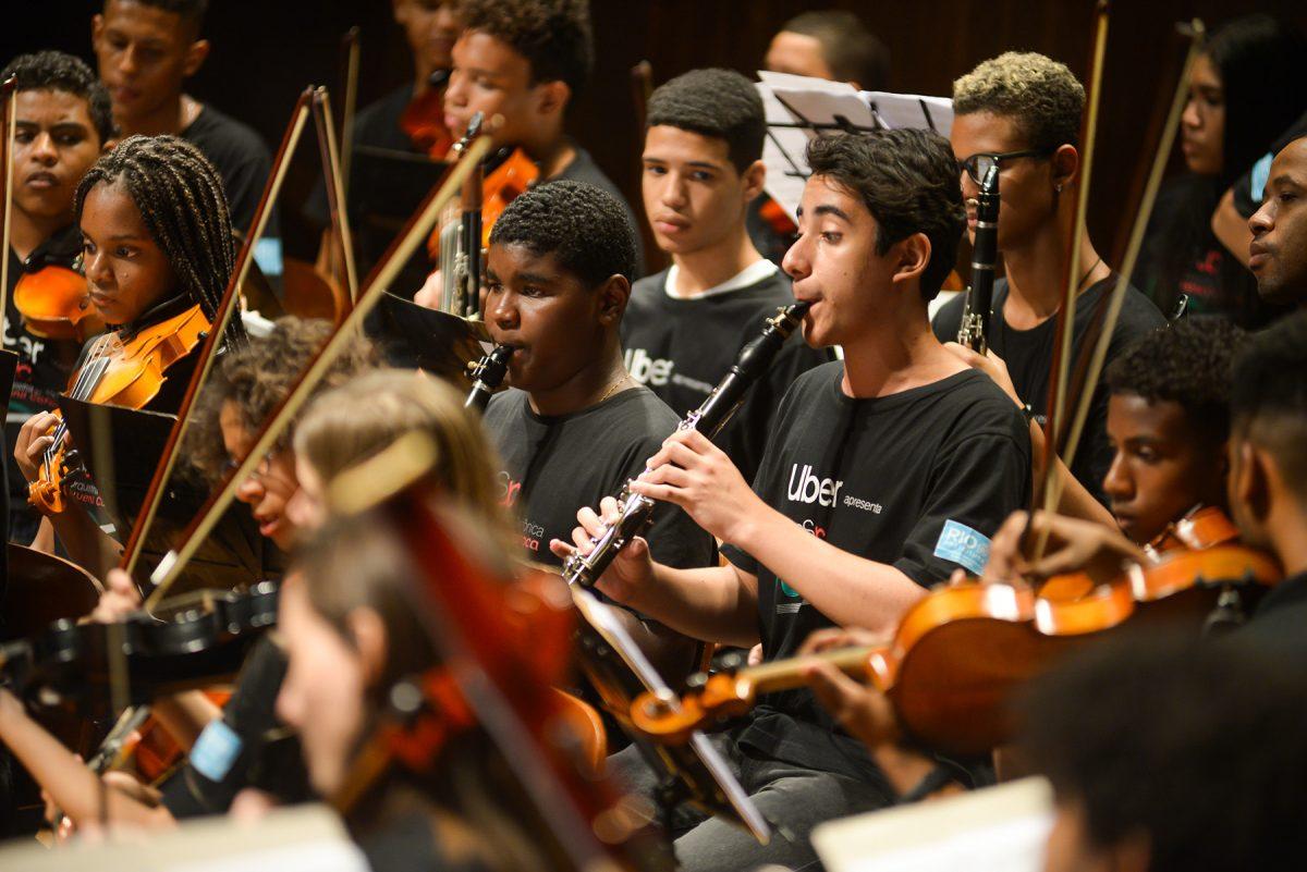 SME realiza Festival Internacional de Música e Educação com Dado Villa-Lobos, maestro do Conservatório de Bordeaux, entre outros