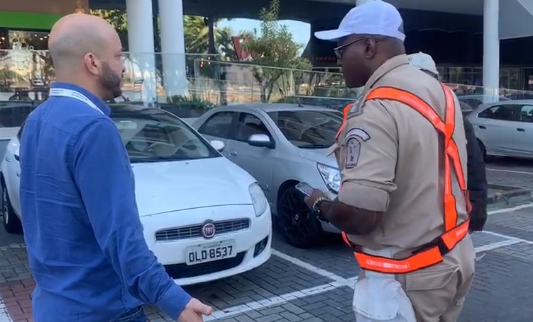 Guarda Municipal fiscaliza estacionamento no Rio
