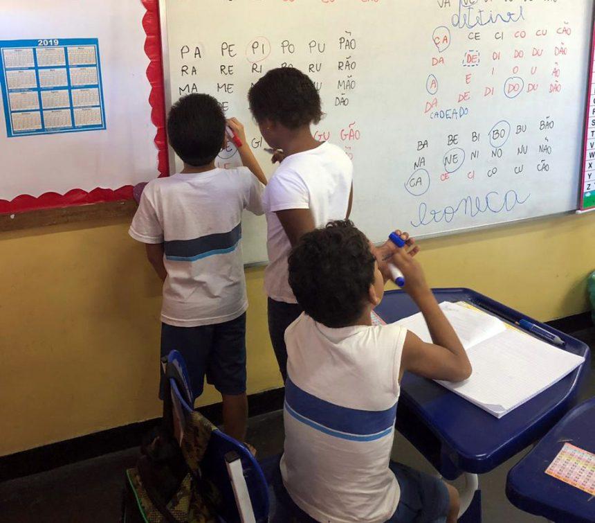 Escola Municipal da Vila Cruzeiro abre aos sábados para reforço de ensino