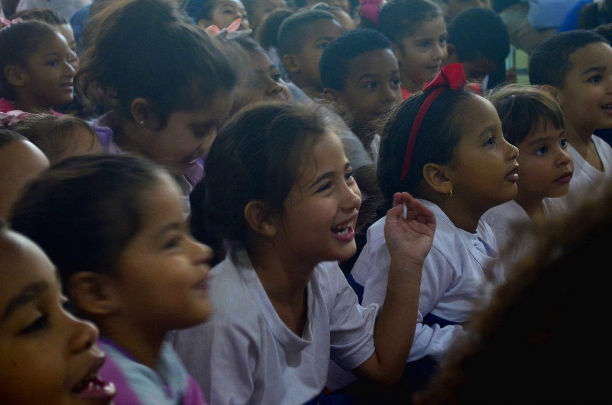 Escola da Prefeitura do Rio recebe a escritora infantil Letícia Braga em evento pré-Bienal do Livro