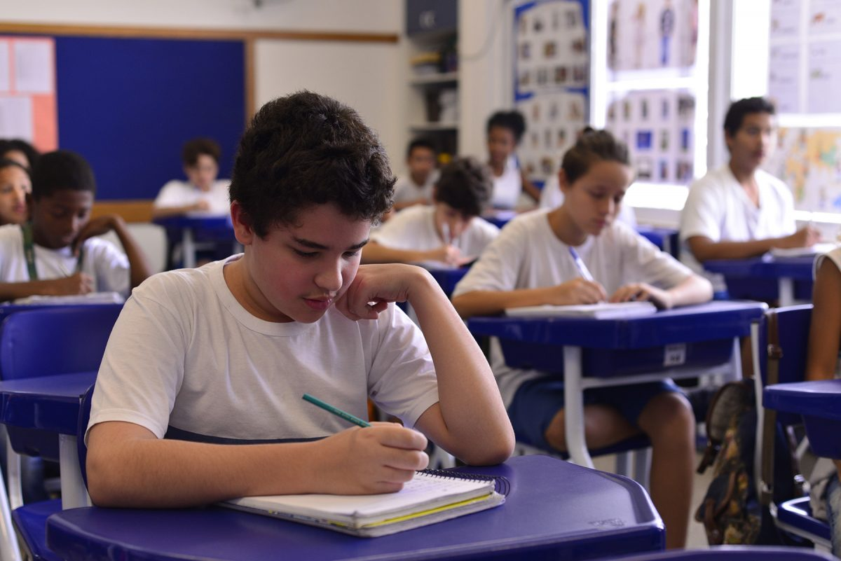 Imortal Arnaldo Niskier participa de debate com alunos da Prefeitura do Rio