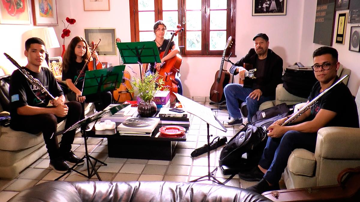 Com João Bosco, Orquestra Sinfônica Juvenil Carioca comemora 2º aniversário no Theatro Municipal