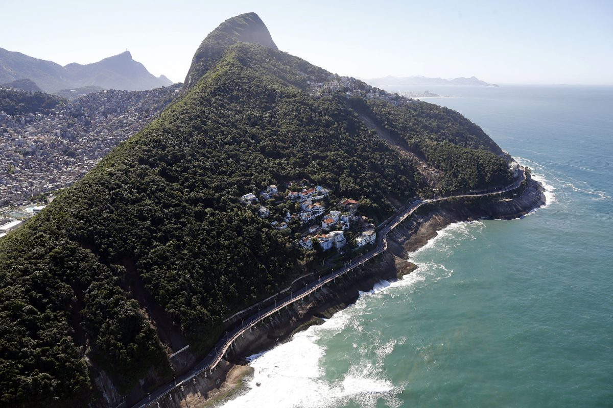 Avenida Niemeyer e o Morro do Vidigal, em São Conrado. Foto: Marcos de Paula / Prefeitura do Rio