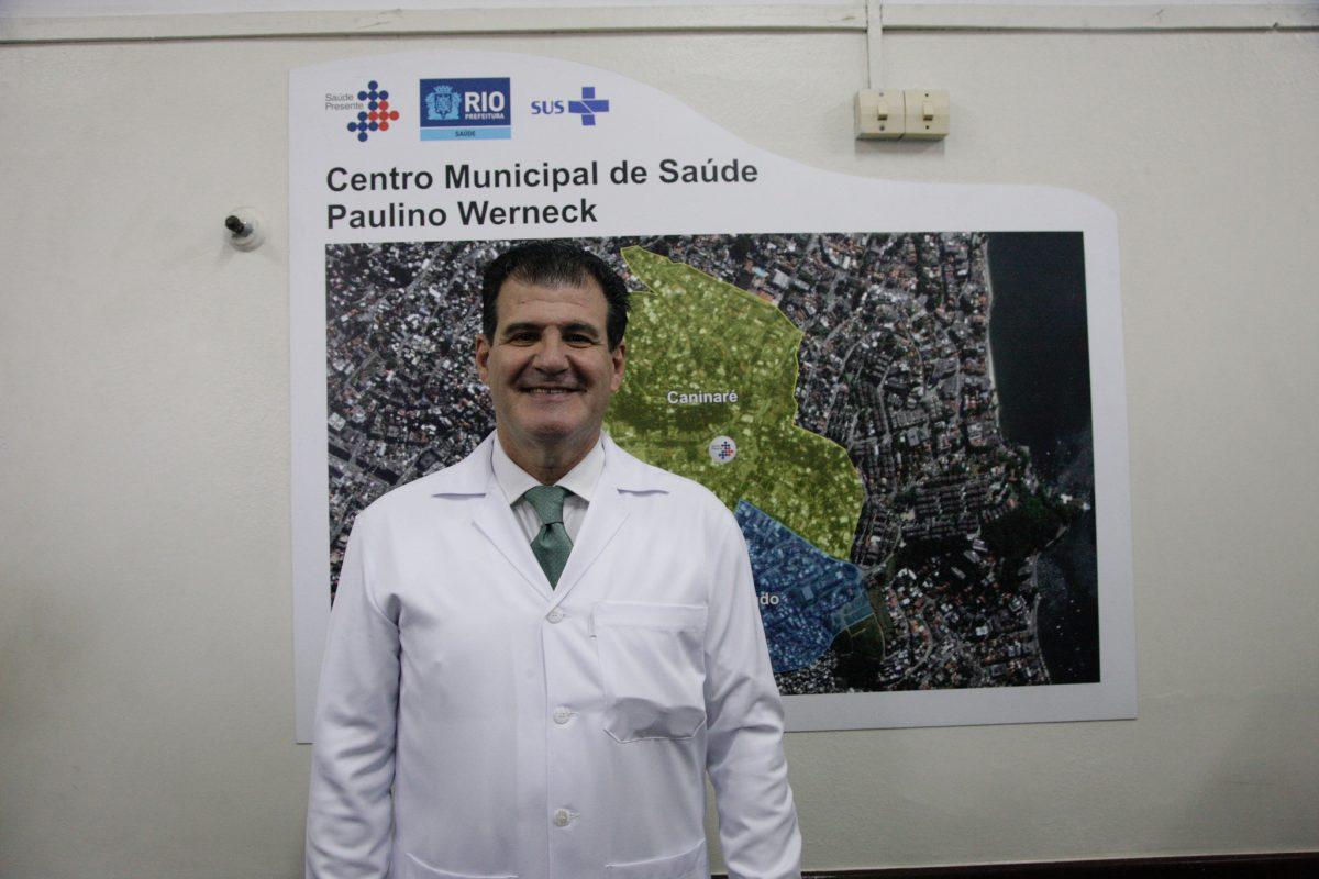 O médico Marcus Guedes, morador da Ilha do Governador há 53 anos, assume a direção do Hospital Municipal Paulino Werneck. Foto: Mariana Ramos / Prefeitura do Rio