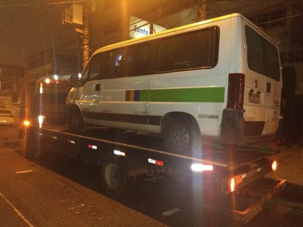 Van é recolhida durante fiscalização