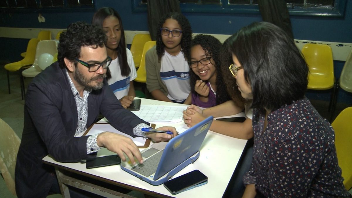 Professores e alunos na Escola Ceará, em Inhaúma