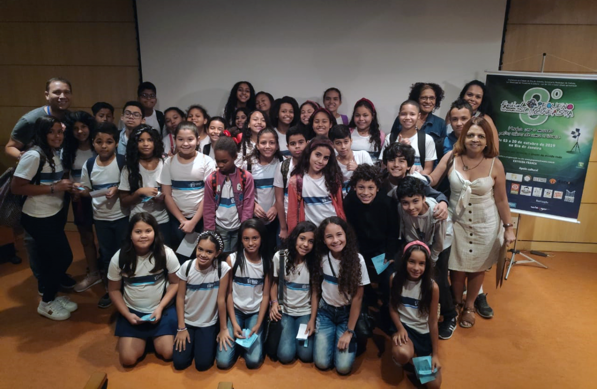 Professores municipais aprendem técnicas de cinema com diretora uruguaia