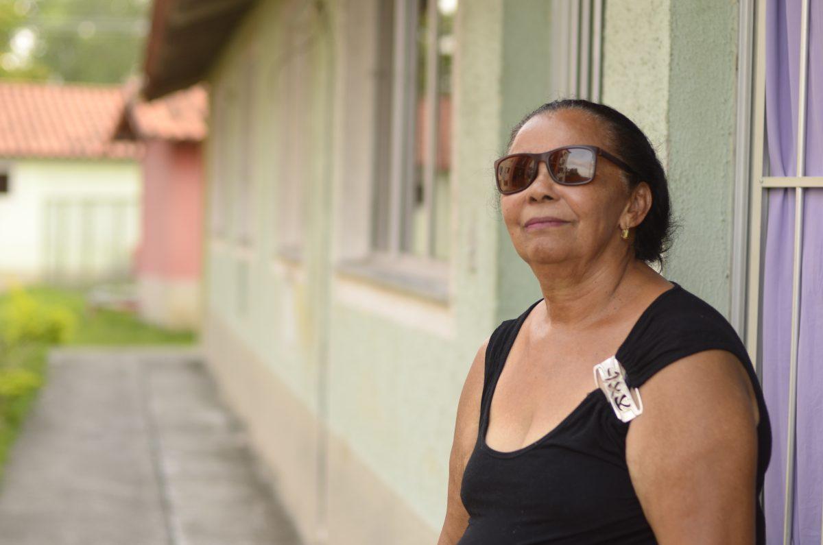 Antônia Maria da Silva, de 64 anos, recebeu o RGI de sua casa, em Paciência