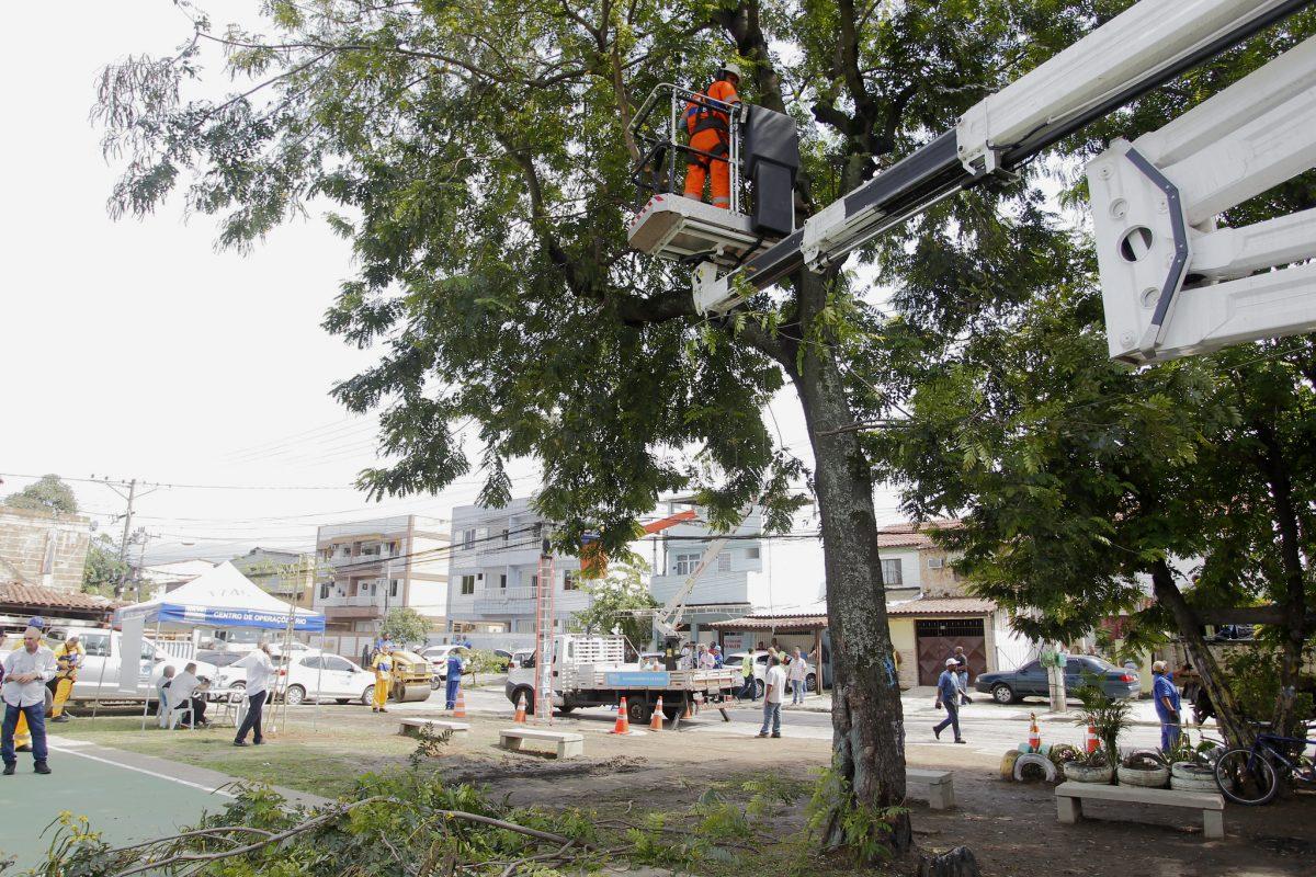 Praça em frente a Estrada da água Branca, em Vila Moretti, Bangu: Cuidar da Cidade transforma o ambiente antes degradado. Foto: Marcelo Piu / Prefeitura do Rio