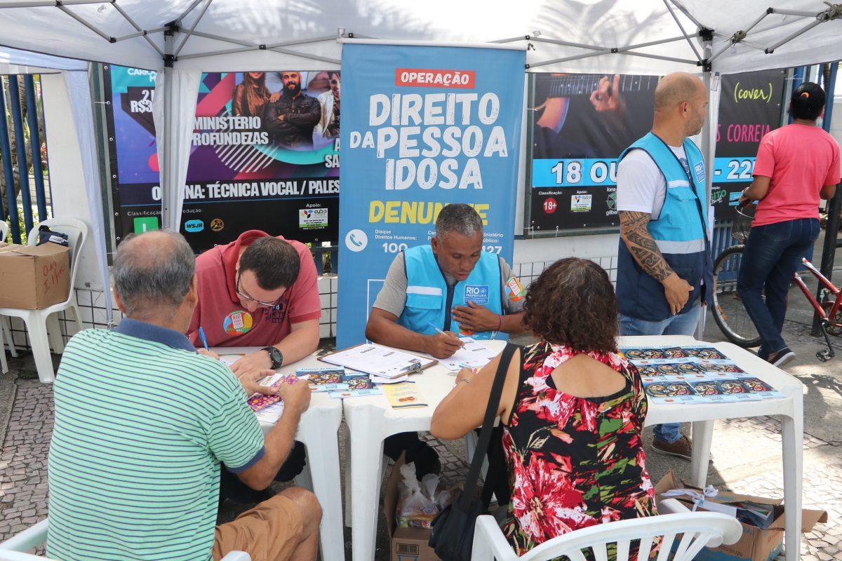 Prefeitura Mais Perto de Você em Realengo: estande da Secretaria Municipal de Envelhecimento Saudável, Qualidade de Vida e Eventos. Foto: Nelson Duarte / Prefeitura do Rio