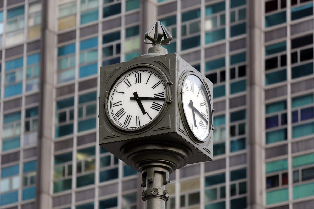 Relógio do Largo da Carioca: restauração feita, para alegria dos frequentadores do local. Foto: Marcos de Paula / Prefeitura do Rio