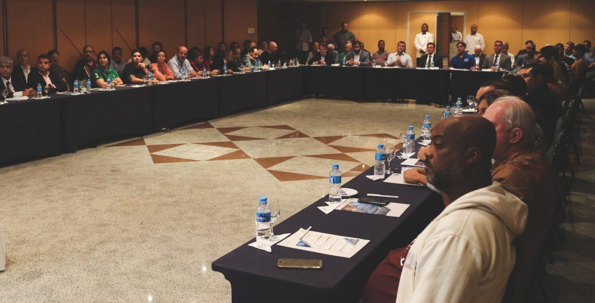 Encontro em hotel na Barra da Tijuca reuniiu representantes do setor de gastronomia e da Prefeitura em busca de medidas para alavancar a geração de empregos. Foto: Renata Belich / Prefeitura do Rio