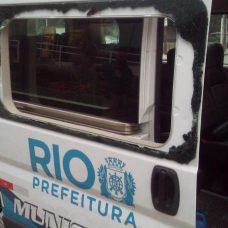 Viatura da Guarda Municipal com vidros quebrados após pedradas de torcedores na comemoração do Flamengo. Foto: divulgação