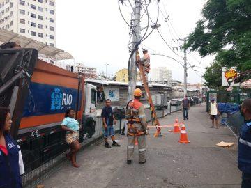 Agentes cortaram ligações clandestinas de energia elétrica durante a operação. Foto: Divulgação/Seop