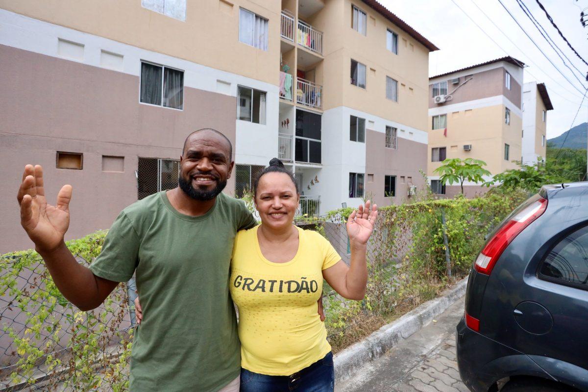 """Josias e Adelândia: """"RGI é renascimento para uma nova vida"""". Foto: Edvaldo Reis / Prefeitura do Rio"""