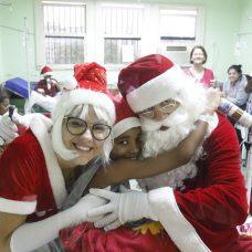Papai Noel fez a alegria da criançada na ala pediátrica do Hospital Municipal Salgado Filho. Foto: Marcelo Piu/Prefeitura do Rio