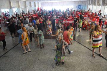 Baile no Olaria festeja aniversário de 15 anos do programa Agente Experiente. Foto: Sidnei Parraro (divulgação)