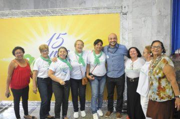 Felipe Michel com integrantes do programa Agente Experiente. Foto: Sidnei Parraro (divulgação)