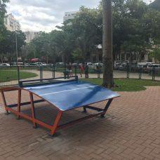 Futmesa é nova modalidade esportiva, agora com equipamento instalado na Praça Santos Dumont, na Gávea. Foto: divulgação / Comlurb