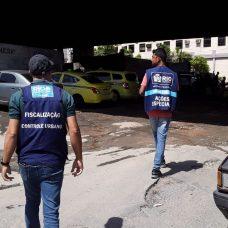 Fiscais retiram lava a jatos clandestinos nas imediações do Túnel Noel Rosa. Foto: Divulgação / Prefeitura Rio