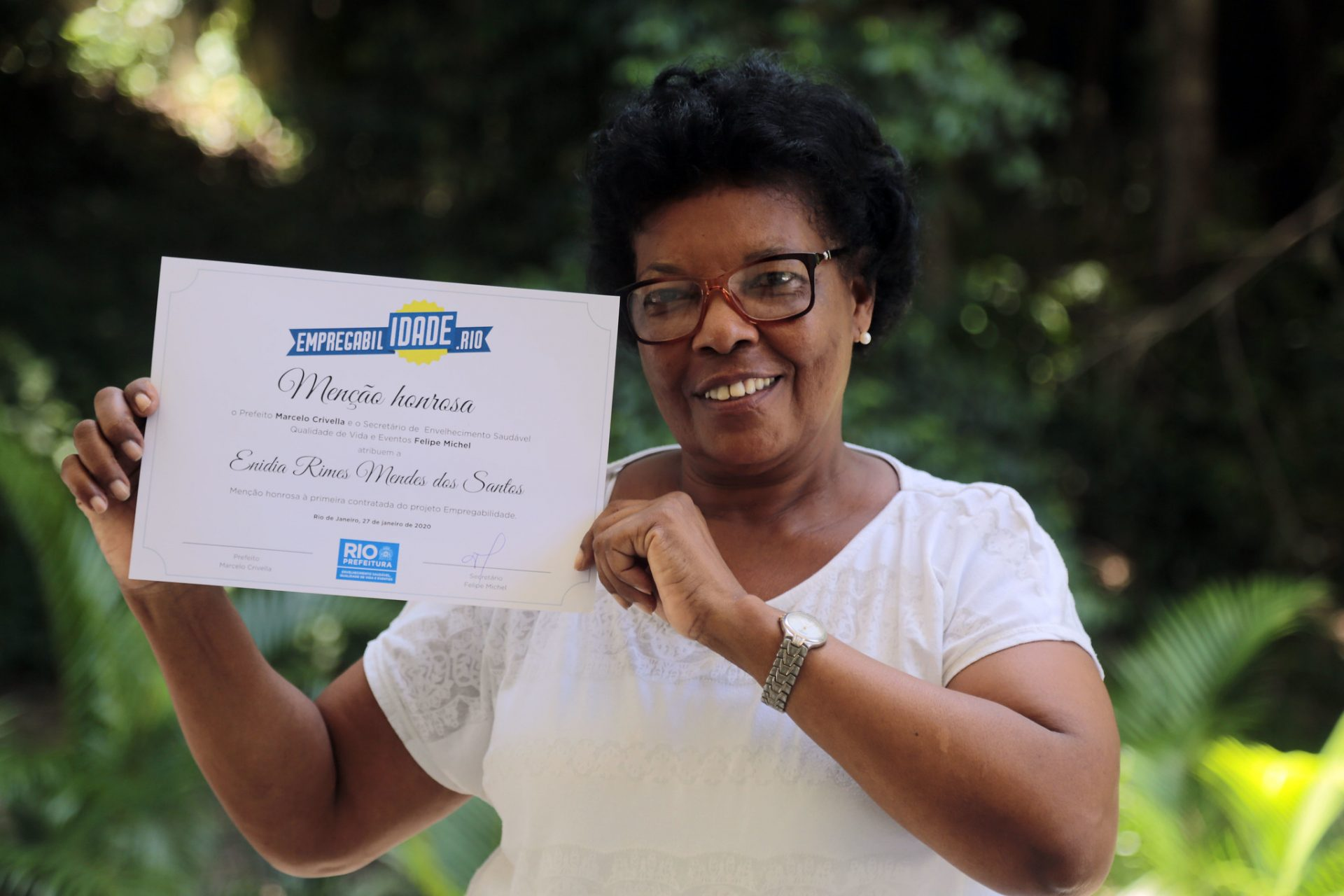 Enídia Rimes Mendes, de 66 anos, voltou ao mercado depois de dois anos desempregada. Foto: Marcos de Paula / Prefeitura do Rio