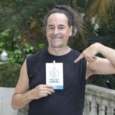 Ruben Antonio Martinez recebeu seu crachá de identificação no Palácio da Cidade. Foto: Marcelo Piu / Prefeitura do Rio