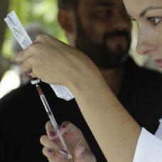 Vacinação contra sarampo é para proteger taxistas, que costumam ter mais contato com turistas. Foto: Mariana Ramos / Prefeitura do Rio
