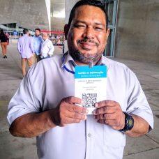 Carlos Olímpio Cardeal se emocionou ao receber o crachá. Foto: Divulgação / Prefeitura do Rio