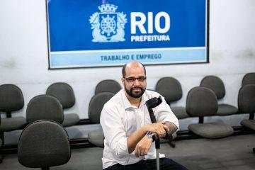 Rafael Lopes está entre os 22% de pessoas com deficiência que conseguiram emprego via CMTE em 2019. Foto: Hermes de Paula / Prefeitura do Rio