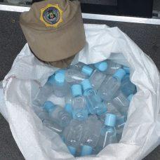 Produtos apreendidos estavam em recipientes sem identificação. Foto: Divulgação / Guarda Municipal