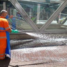 Comlurb faz testes nesta segunda-feira sobre lavagem e desinfecção das ruas. Foto: Divulgação