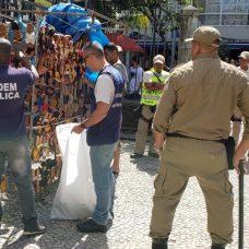 Agentes fazem fiscalização no Centro do Rio
