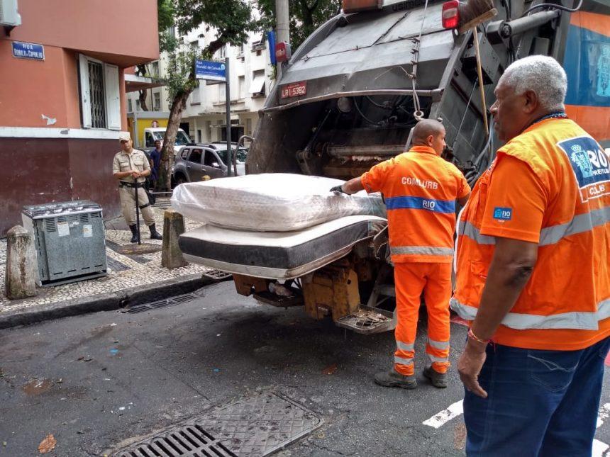 Agentes da Prefeitura na operação de ordenamento urbano em Copacabana