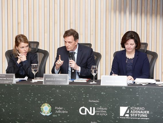 Crivella discursa em seminário sobre corrupção