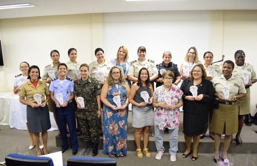 Guarda Municipal homenageia servidoras e personalidades de destaque