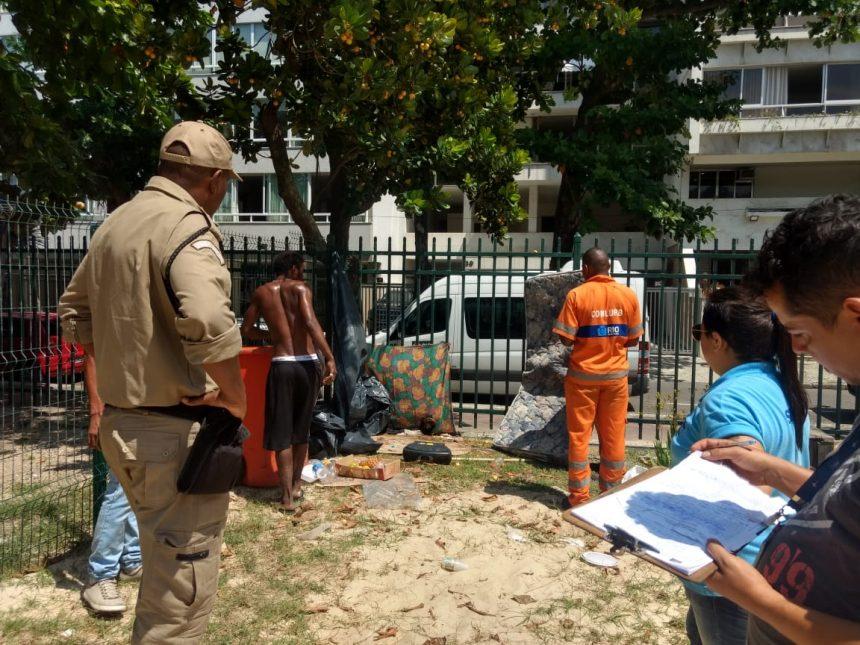 Fiscais da prefeitura realizam operação de ordenamento no Leblon