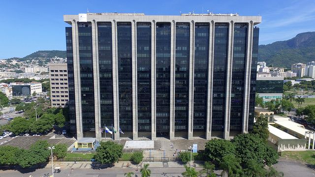 Fachada do Centro Administrativo São Sebastião, sede da Prefeitura do Rio