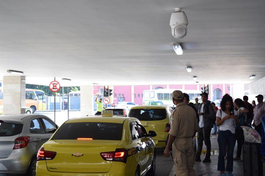 Guarda Municipal fiscaliza estacionamento irregular no entorno da Rodoviária Novo Rio
