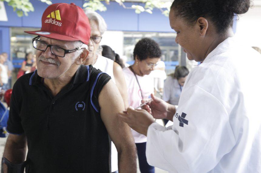 Vacinação foi um dos muitos serviços oferecidos em Bangu pelo Prefeitura Mais Perto de Você. Foto: Mariana Ramos / Prefeitura do Rio
