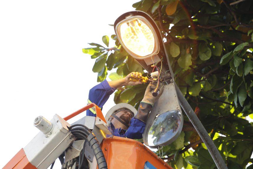 Rioluz faz troca de lâmpadas nos postes: Cuidar da Cidade no Méier. Foto: Marcelo Piu/Prefeitura do Rio