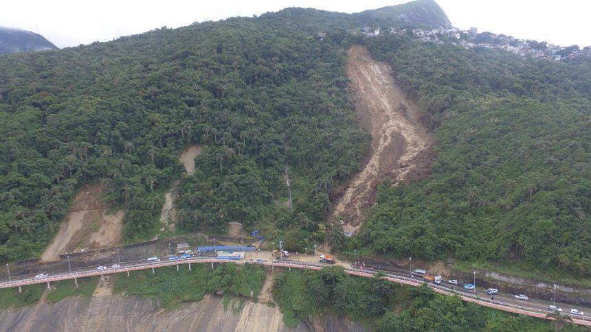Deslizamento de terra na Avenida Niemeyer. Foto: Richard Santos / Prefeitura do Rio