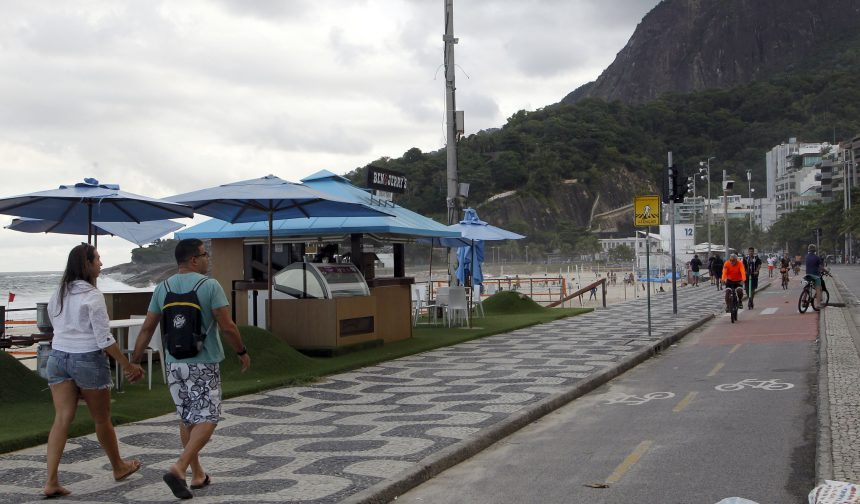 Quiosque na Orla do Leblon, na Zona Sul: Prefeitura impõe limites a shows de música nesse tipo de estabelecimento. Foto: Prefeitura do Rio / divulgação
