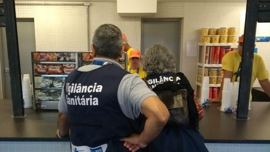 Vigilância Sanitária em ação no Maracanã. Foto: Nelson Duarte / Prefeitura do Rio