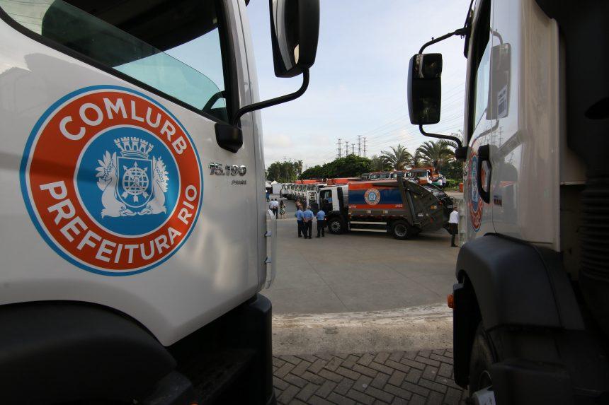 Caminhões da Comlurb que fazem trabalho de coleta do lixo. Foto: Hudson Pontes / Prefeitura Rio