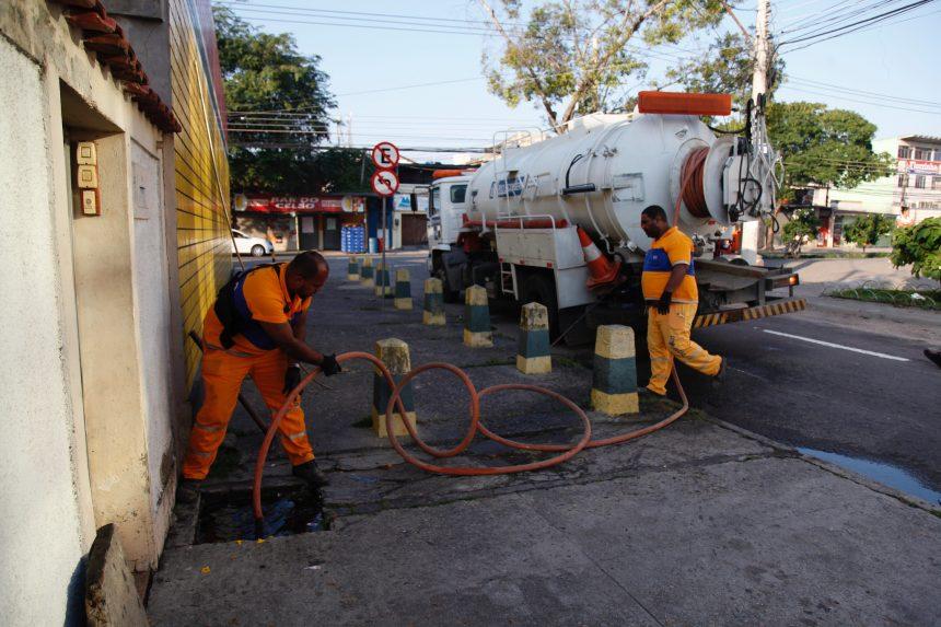 Cuidar da Cidade na Pavuna: desobstrução de bueiros. Foto: Hudson Pontes / Prefeitura do Rio